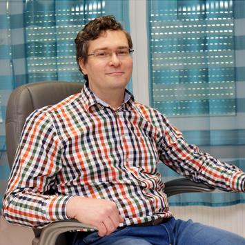 Dr. Molvarec Attila